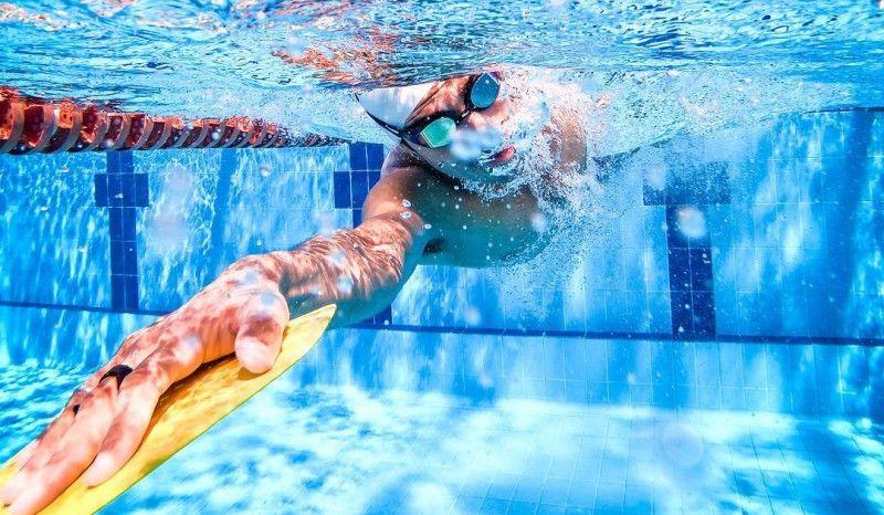 El material que debes usar en el agua en función de tu nivel