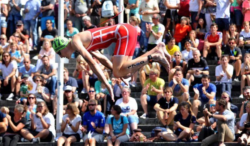 ¡Espectacular! Así vuelan l@s triatletas en el Mundial de Relevos Mixtos