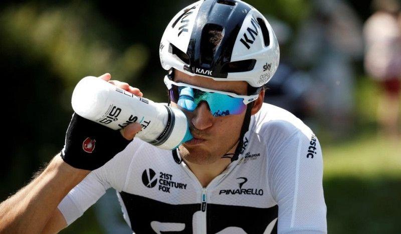 (VÍDEO) Gianni Moscon, expulsado del Tour por agredir a otro corredor