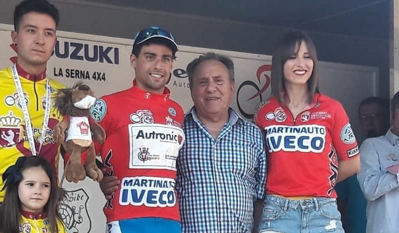 El triatleta Kevin Tarek debuta en el ciclismo puro con buena nota... y en el podio