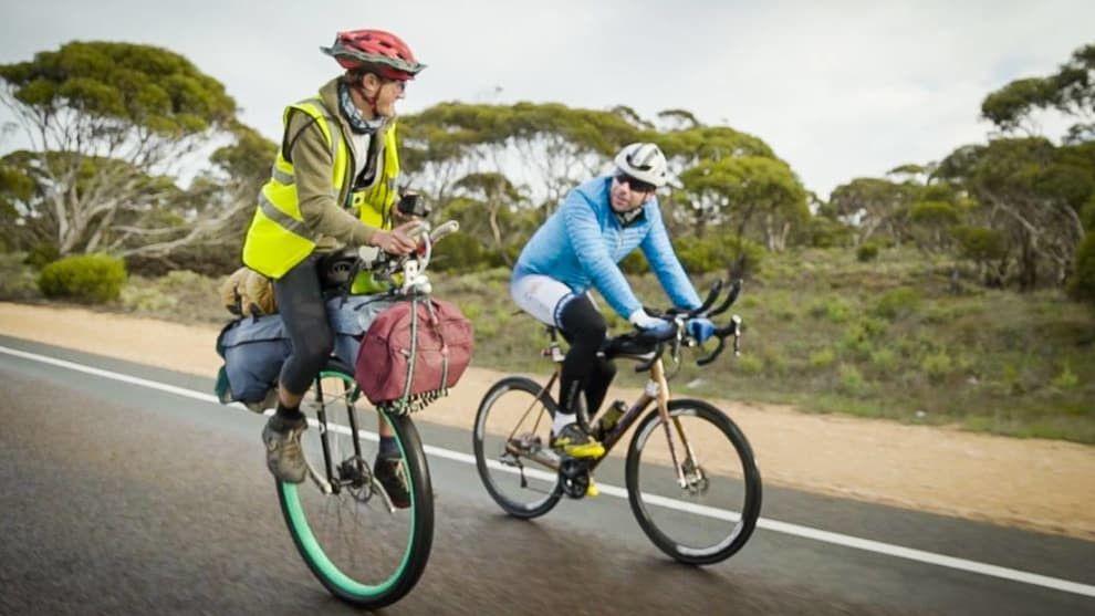 Un británico da la vuelta al mundo en monociclo