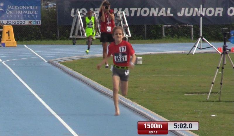 El niño de 10 años que corre descalzo hace la milla en 4:53