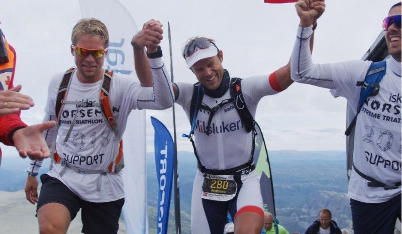 (VÍDEO) Un piloto del Mundial de Rally consigue acabar el Norseman: ¡Su primer triatlón!