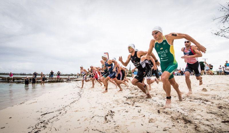 (VÍDEO) Rutina de fuerza exprés en la playa: core, brazo y pierna