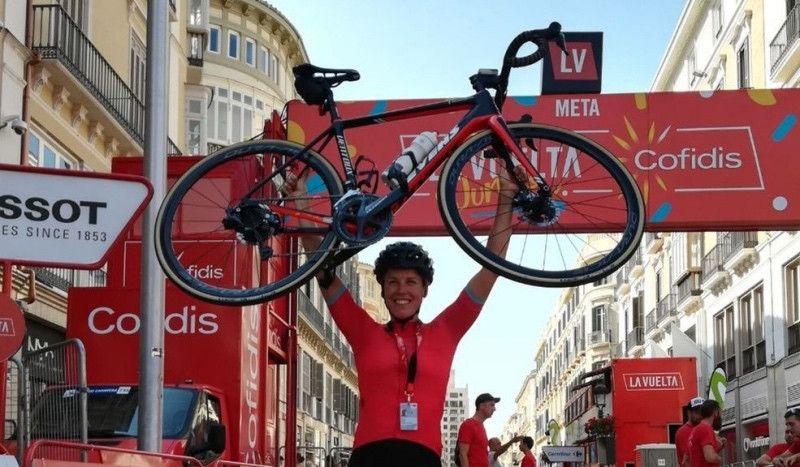 La increíble Vuelta de Monika Sattler: 3.300 km por delante del pelotón