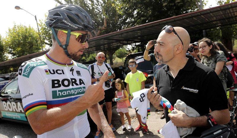 Sagan y el motorista que le derribó en 2015 sellan la paz en Salamanca