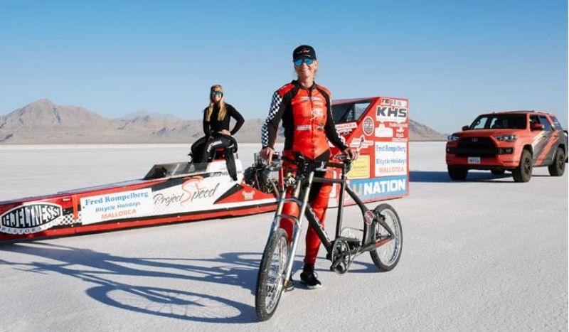 (VÍDEO) Nuevo récord del mundo de velocidad en bici... ¡Casi 300 km/h!