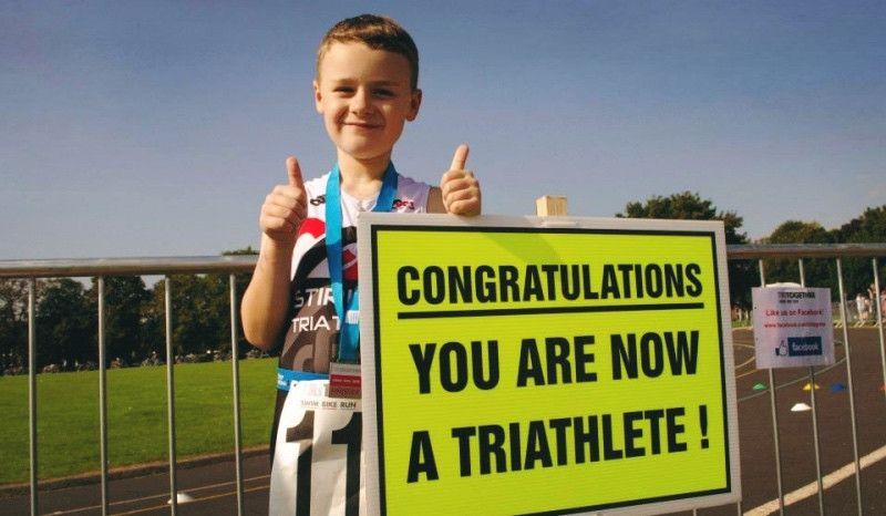 ¿Cuál es la edad mínima para competir con garantías en un medio Ironman?