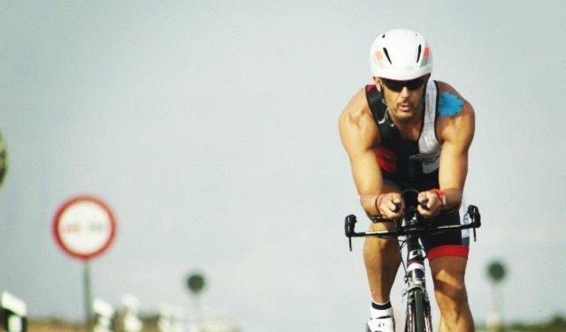 Un triatleta tinerfeño hace historia al ganar el primer Ultraman 'non-stop' del mundo