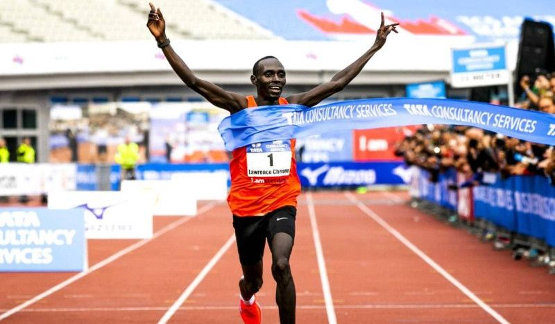 Cherono vuela en el Maratón de Ámsterdam y roza el 'top ten' histórico mundial
