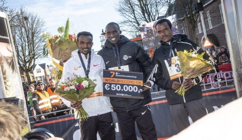Joshua Cheptegei bate el récord del mundo de 15K