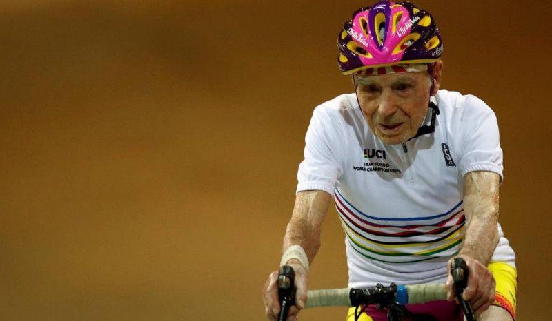 Robert Marchand celebra sus 107 años sobre la bici
