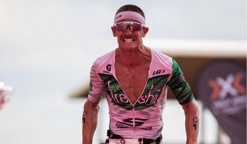 Lionel Sanders regresa por Navidad para ganar el Ironman 70.3 de Indian Wells