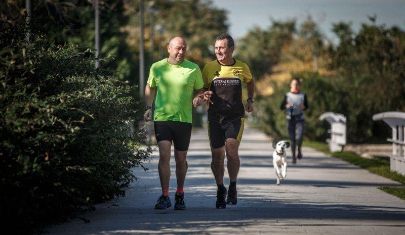 El reto de correr un maratón sin ver y que la ceguera y la vida no truncaron