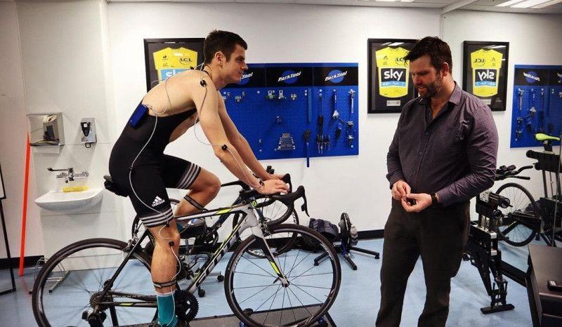 (VÍDEO) Jonathan Brownlee, en busca de la posición perfecta en bici