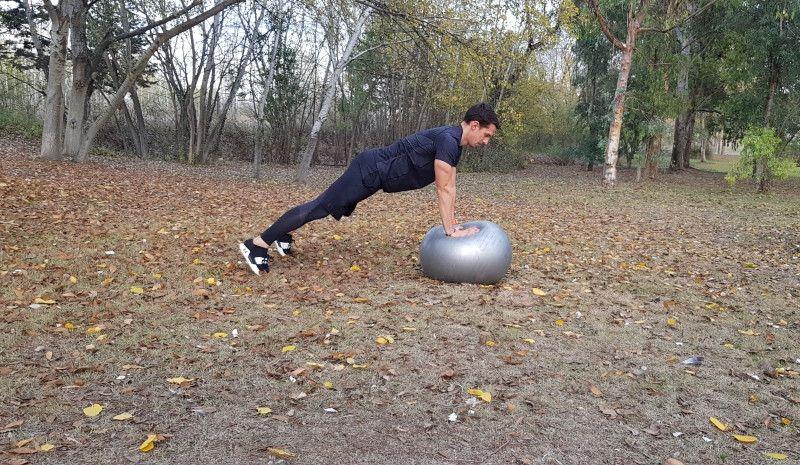 (VÍDEO) Trabajo de fuerza con fitball: glúteo y cadera