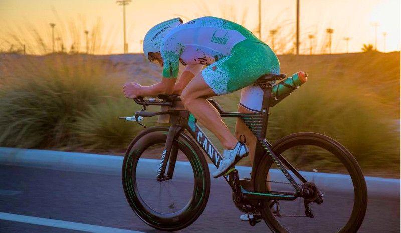 Lionel Sanders sube más que algunos ciclistas profesionales