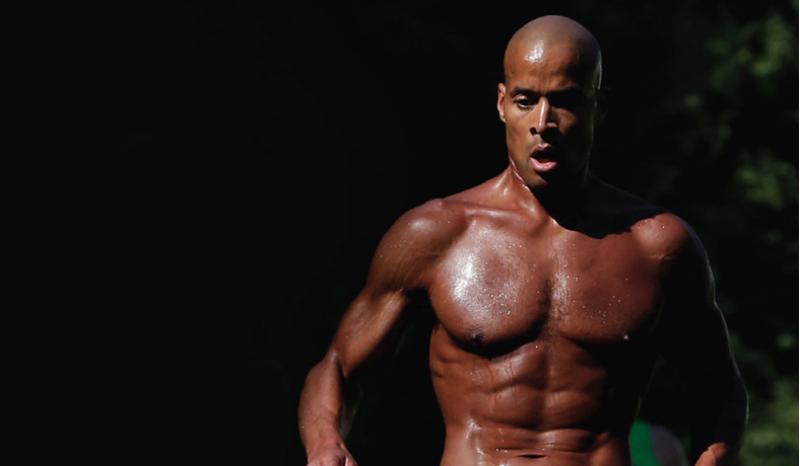 El triatleta que hace 4.000 dominadas en 17 horas