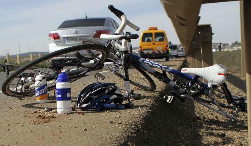 Fallece un ciclista al chocar contra un camión en Laredo
