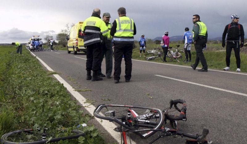 Heridos graves 3 ciclistas arrollados por un coche en El Garrobo (Sevilla)