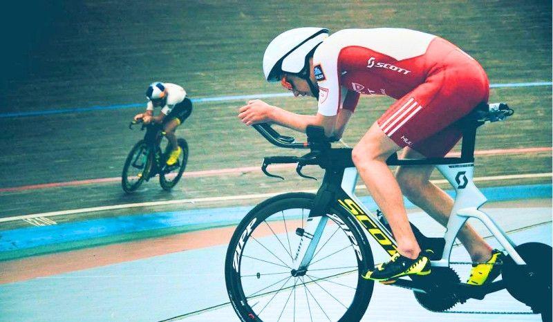 ¿Qué hacen Alistair Brownlee y Sebastian Kienle juntos en un velódromo de Alemania?
