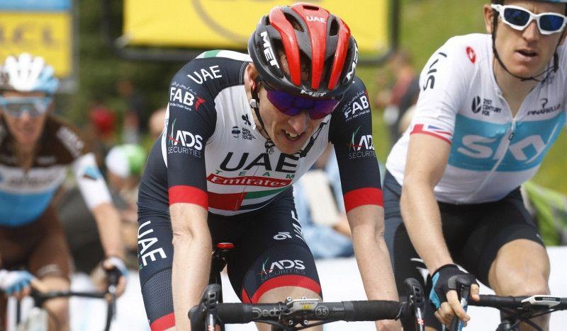 Un aficionado le roba el Garmin a Dan Martin tras la caída de la última etapa de la Volta
