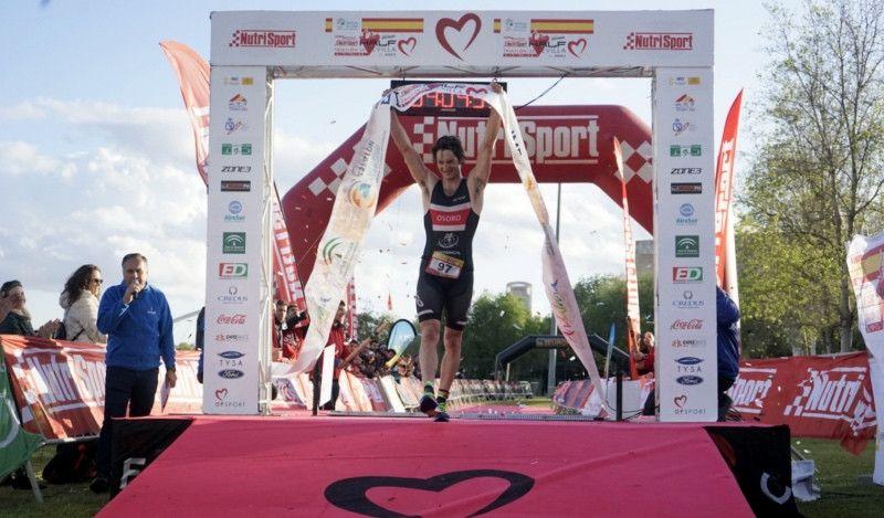 Pello Osoro y María Pujol se imponen en el Half Triatlón de Sevilla