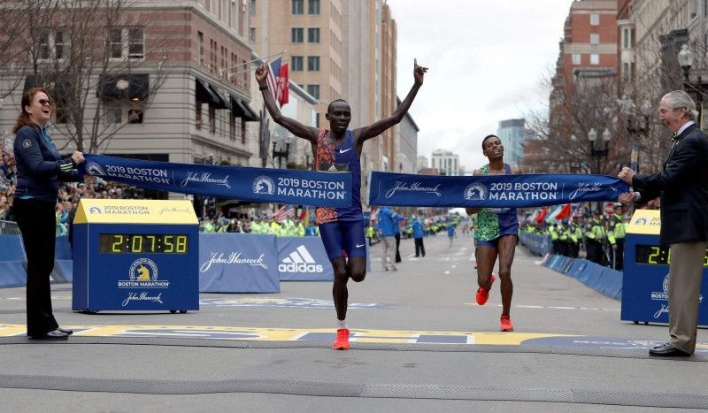 (VÍDEO) El dramático final al sprint del Maratón de Boston