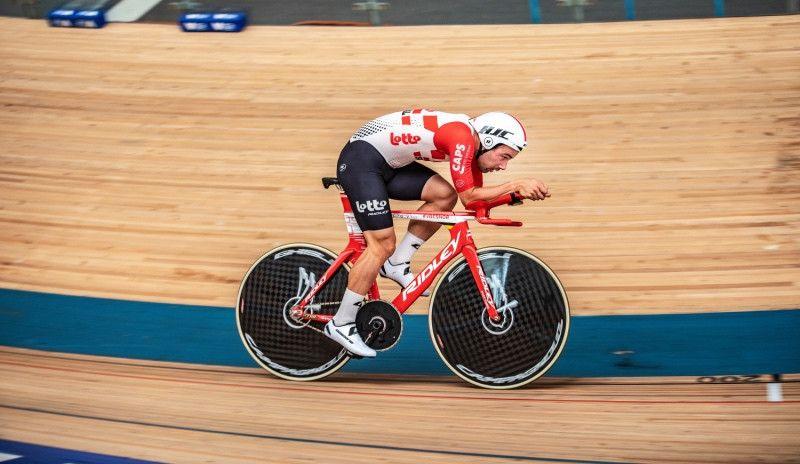 Victor Campenaerts establece un nuevo récord de la hora