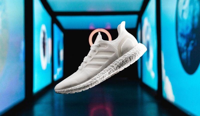 (VÍDEO) Adidas lanza unas zapatillas para correr hechas de plástico reciclado y 100% reciclables