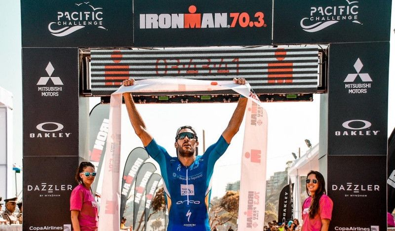 Vicente Hernández gana el Ironman 70.3 de Perú