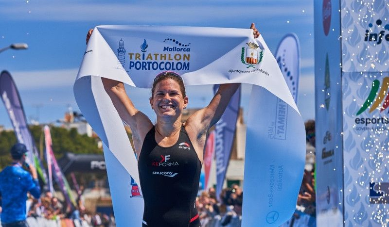 (VÍDEO) La suiza Bilham y el italiano Passuello, vencedores del Triathlon de Portocolom