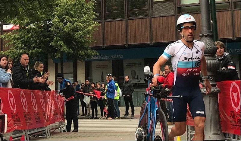 Eneko Llanos se impone en el Half Triathlon Pamplona