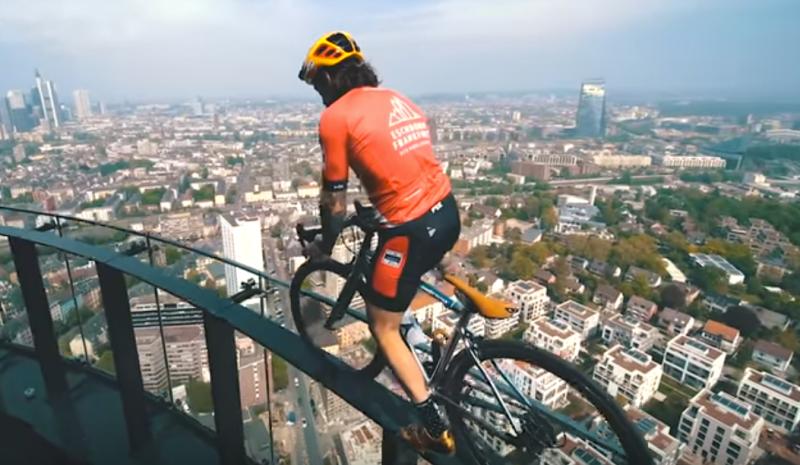 (VÍDEO) Contén la respiración: Brumotti haciendo de las suyas en Frankfurt