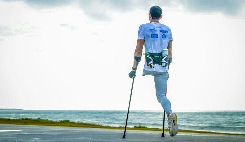 Otra hazaña de Fabio Rigueira: acaba el Ironman de Brasil con muletas