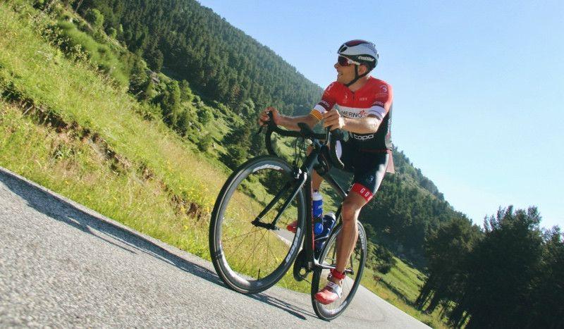Erik Merino gana por tercera vez el Half Altriman Triathlon tras el accidente en Cannes