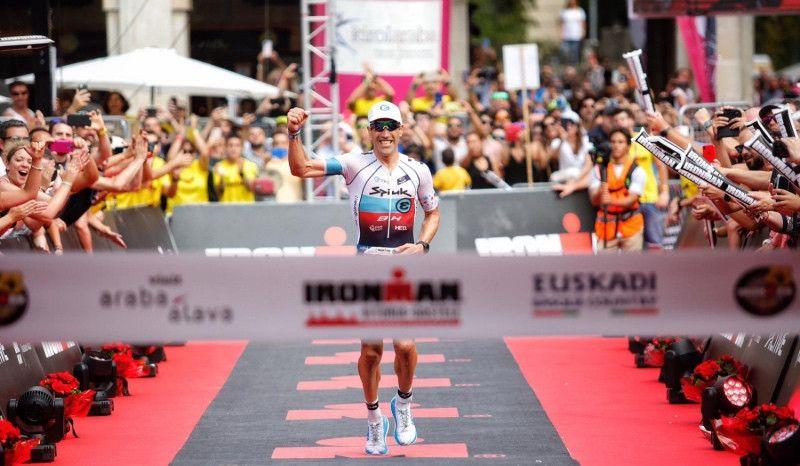 Triunfo apoteósico de Eneko Llanos en el Ironman de Vitoria