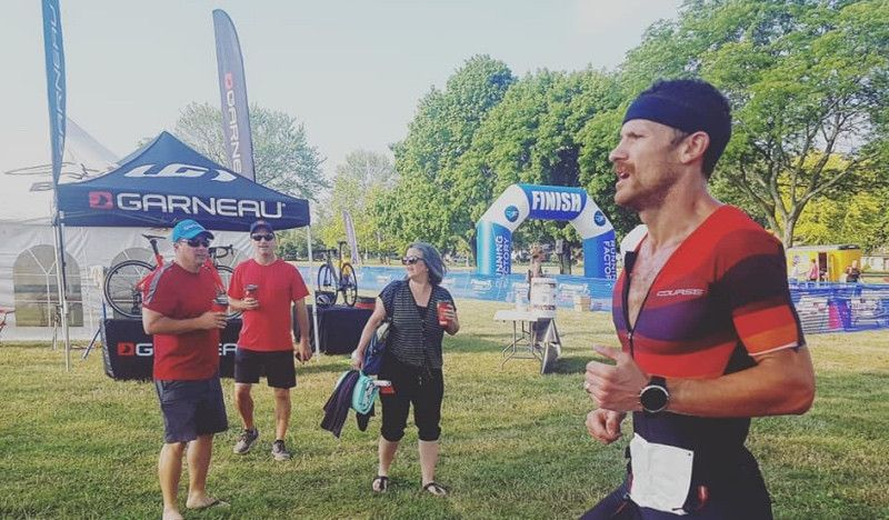 Sanders está de vuelta: gana un triatlón a una semana de jugarse su billete a Kona