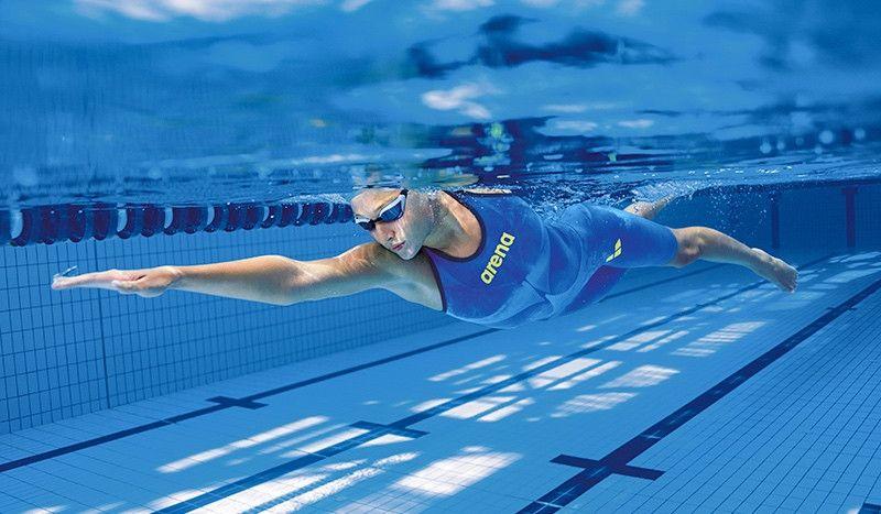 Los 8 mejores accesorios de arena para mejorar tu rendimiento en la natación