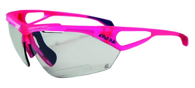 689f4c551f Con montura en Grilamid TR90, dos orificios laterales garantizan el flujo de  aire, mientras que sus amplias lentes proporcionan gran protección evitando  que ...